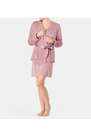 damsky-zupan-robes-aw18-embossed-robe-triumph.jpg